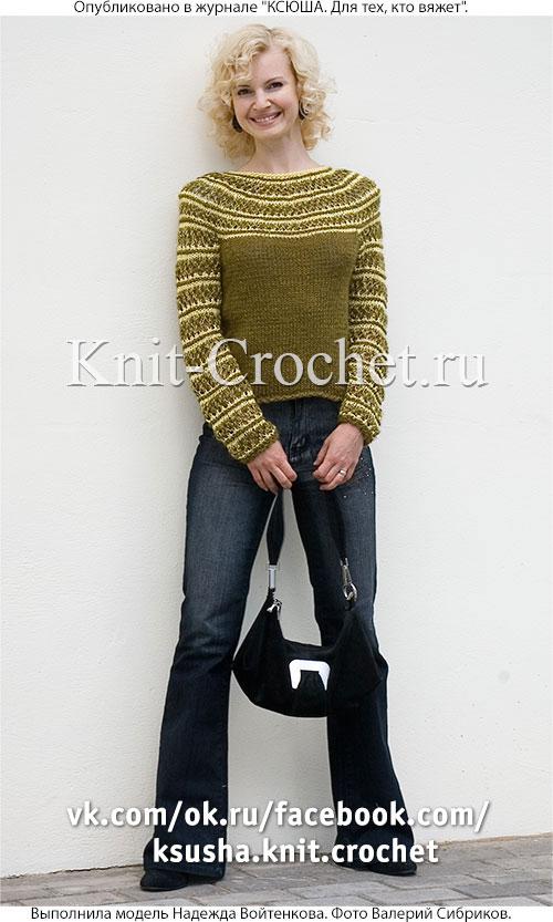 Женский пуловер с круглой кокеткой размера 44, связанный на спицах.