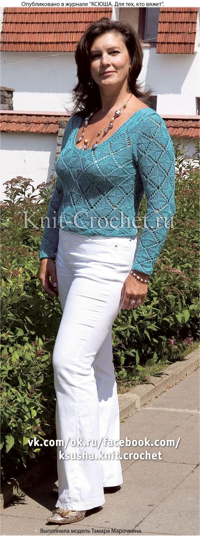 Женский пуловер с угловым вырезом размера 48-50, связанный на спицах.
