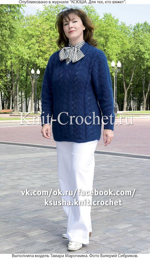 Женский пуловер с угловым вырезом размера 52-54, связанный на спицах.