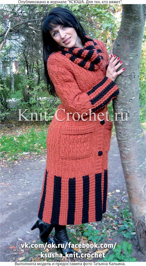 Связанное на спицах женское комбинированное пальто 46-48 размера.