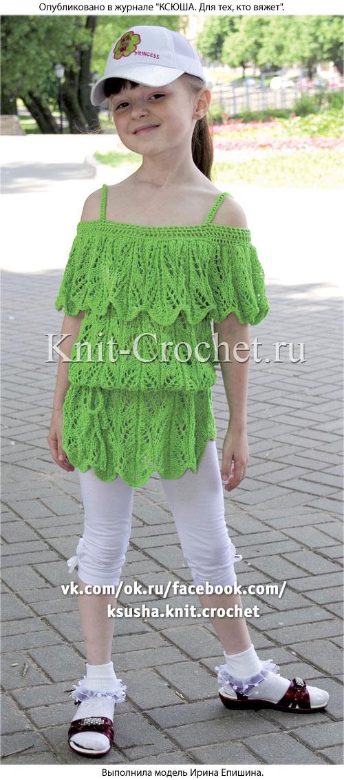 Туника с пелериной для девочки на рост 132-136 см, вязанная на спицах.