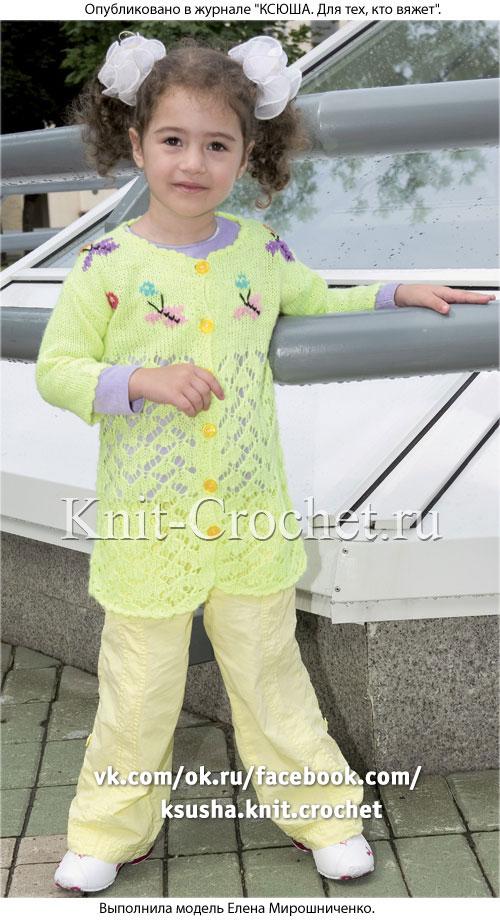 Кардиган с бабочками для девочки на рост 126-128 см, вязанный на спицах.