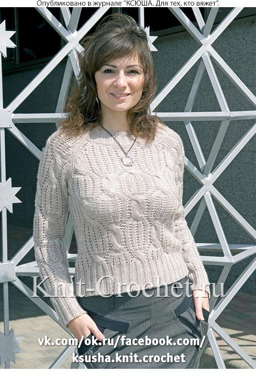 Женский пуловер размера 44-46, связанный на спицах.