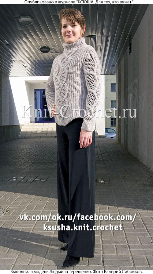 Связанный на спицах женский свитер с асимметрией размера 46-48.