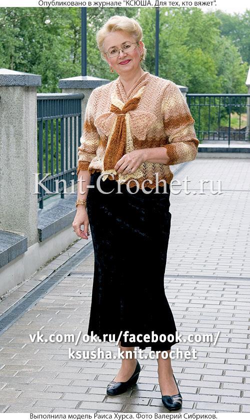 Женский пуловер с шарфиками-жабо размера 48-50, связанный на спицах.