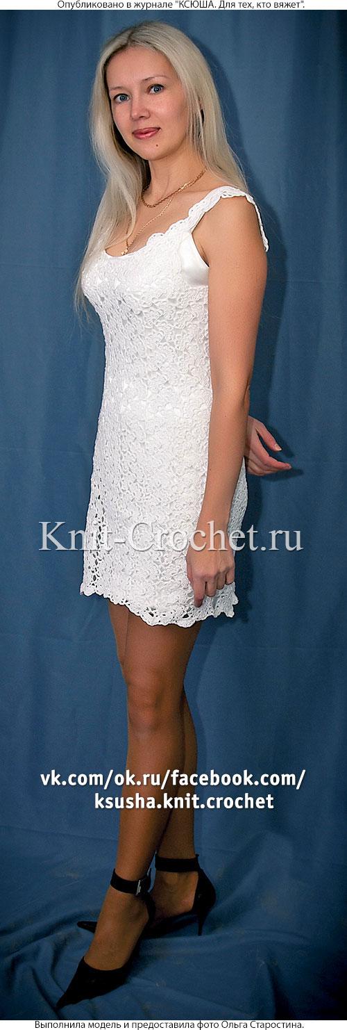 Связанное крючком из ажурных лент платье 44-46 размера.