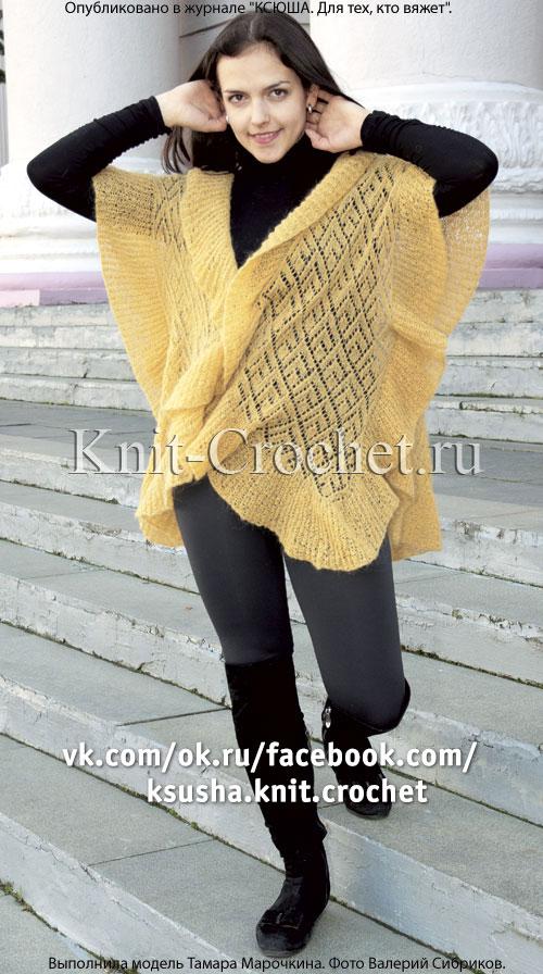 Связанный на спицах ажурный жилет-шаль.