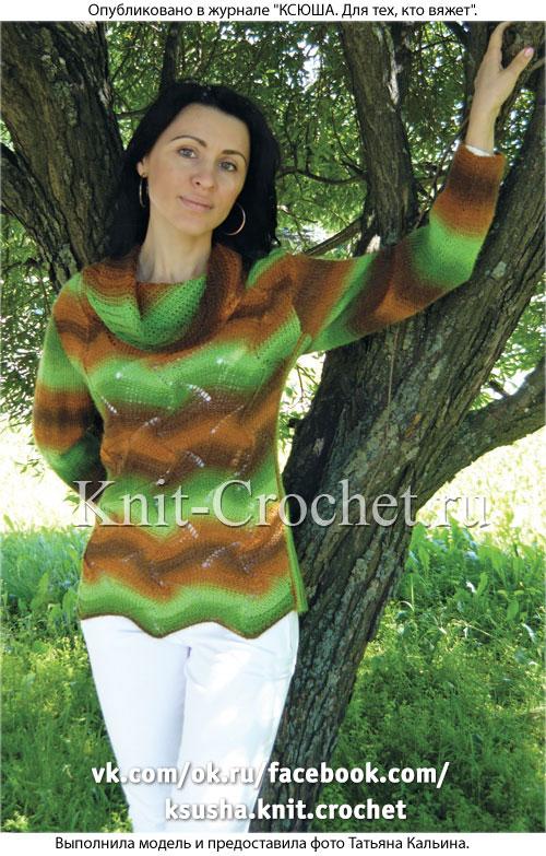 Связанный на спицах женский свитер с воротником «хомут» размера 46-48.