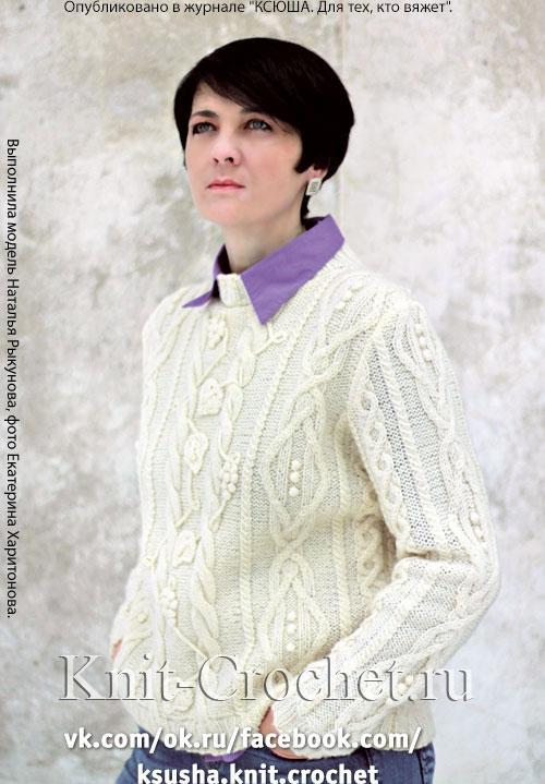 Женский пуловер с аппликацией размера 44-46, связанный на спицах.
