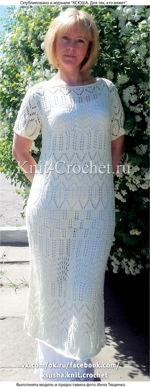Связанное на спицах женское платье-туника 46-48 размера.