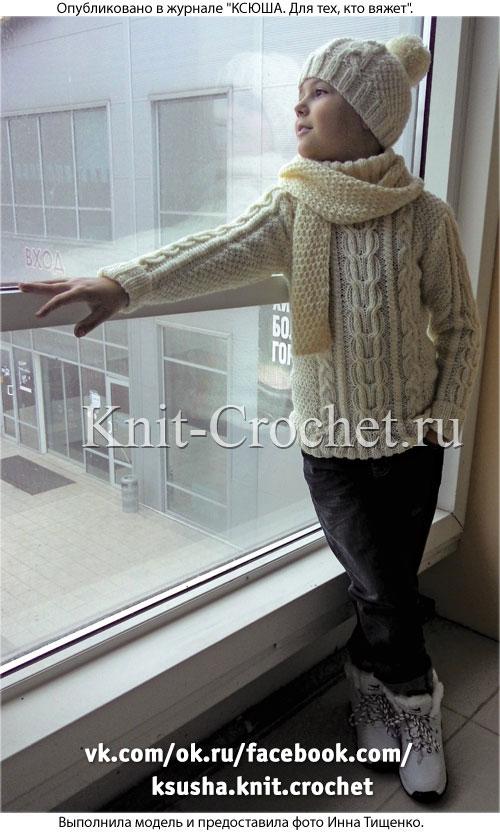 Свитер, шапочка и шарф для мальчика на рост 138-140 см, вязанные на спицах.
