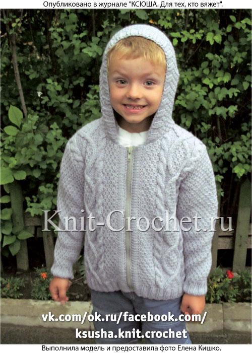Жакет с капюшоном для мальчика на рост 110-116 см (5-6 лет), вязанный на спицах.