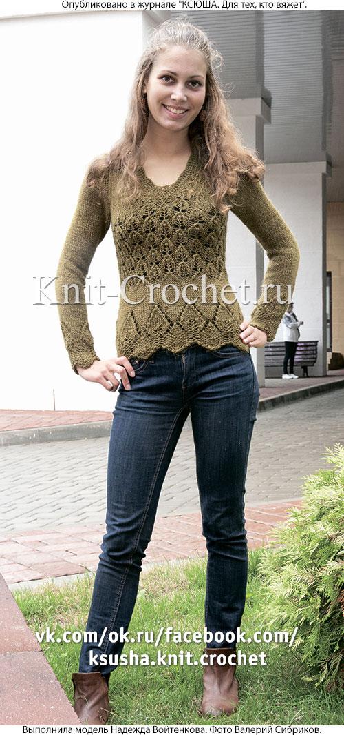 Женский пуловер с ажурными листиками размера 40-42, связанный на спицах.