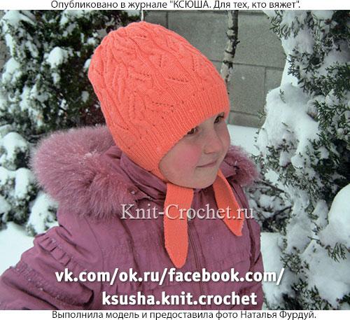 Шапочка двухслойная с ушками размера 57 см для девочки, вязанная на спицах.