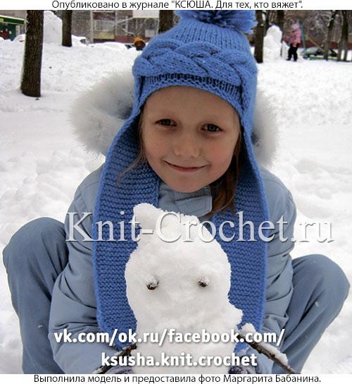 Шапочка с ушками для девочки, вязанная на спицах.